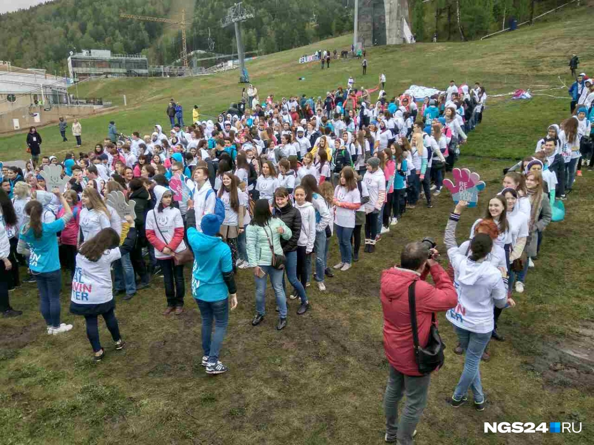 ВКрасноярске установлен рекорд РФ помассовым «обнимашкам»