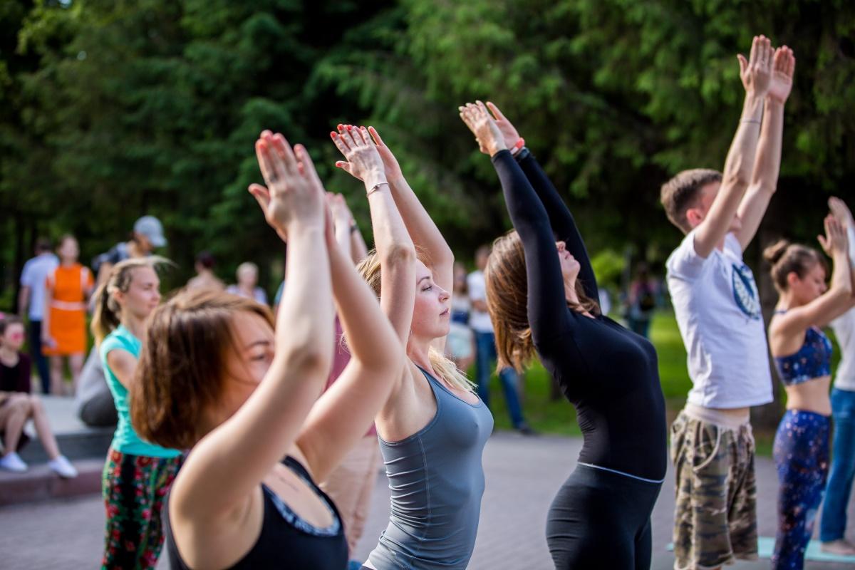 Йога-флешмоб в Первомайском сквере