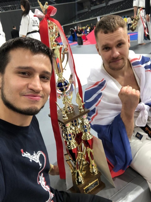 Тренер и ученик из Екатеринбурга завоевали медали на чемпионате по карате киокусинкай в Японии