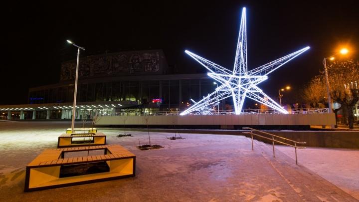 Смотрим, как звезда прижилась на новом месте: фоторепортаж с обновлённой площади перед Дворцом молодёжи