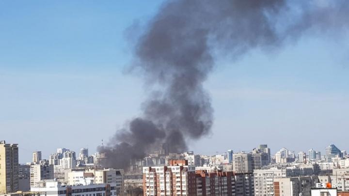 Черный дым над городом: возле Южного автовокзала вспыхнул пожар