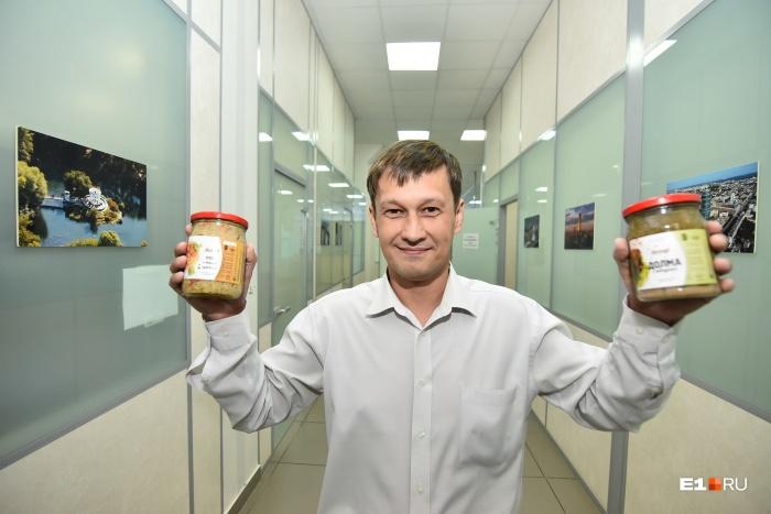 Александр Хасанов продает в месяц по пять тысяч банок с ресторанной едой