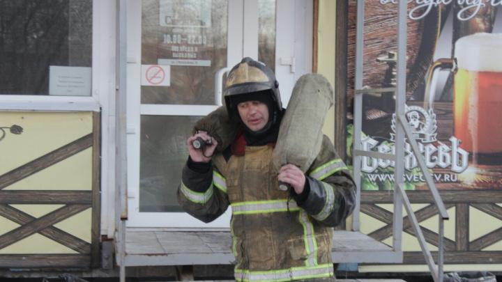 В квартире на 3-й Молодёжной, где раздался хлопок, нашли шесть баллонов с газом