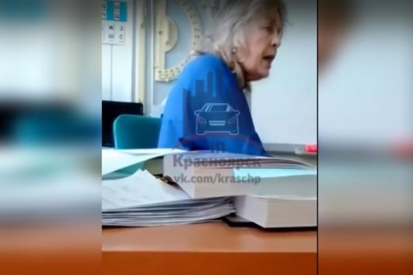 Дети засняли на видео разгневанного педагога