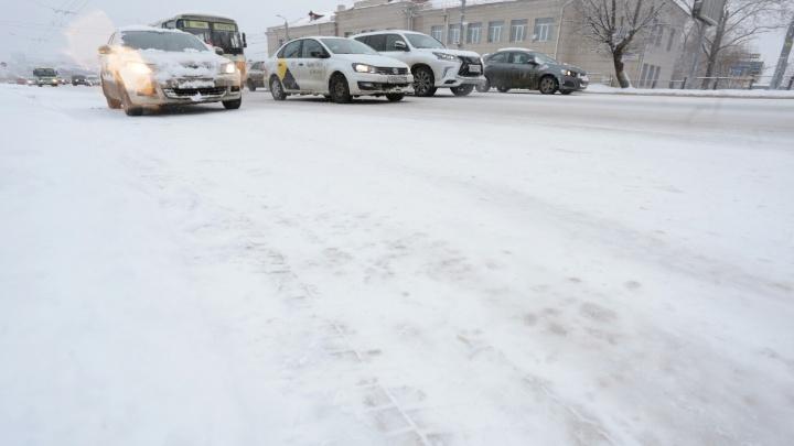 Дорожники рассказали, когда начнут приводить улицы Челябинска в порядок после ночного снегопада