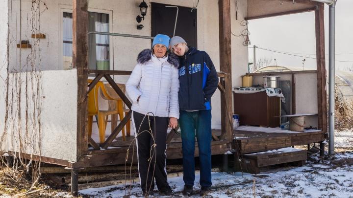 Женщина из стали: история сибирячки — она одна воспитывает сына, который только выглядит взрослым