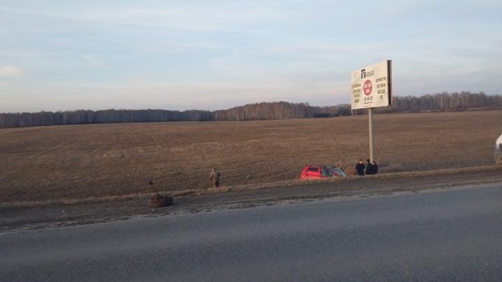 На Ирбитском тракте улетел в кювет Daewoo Matiz: по словам автомобилистки, ее подрезали