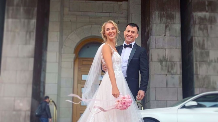 Новосибирский борец Роман Власов женился