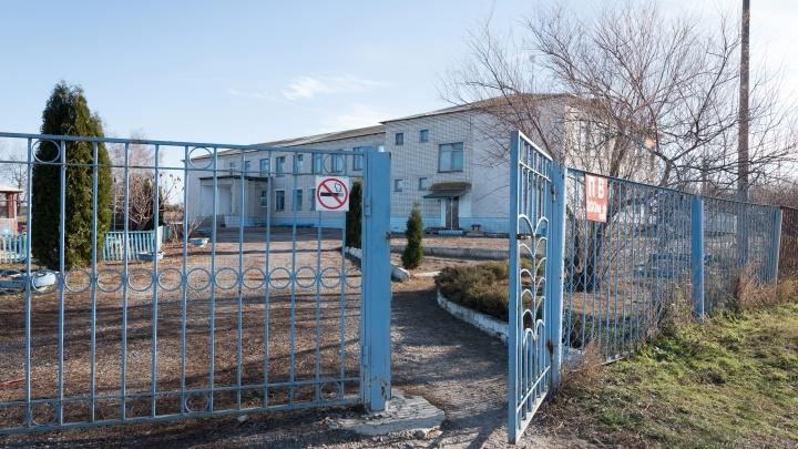 «Оставьте меня, пожалуйста»: восьмиклассника с топором и кухонными ножами травили в школе