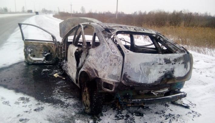 В смерти тюменца, чье тело нашли в сгоревшей машине, может быть замешан криминал