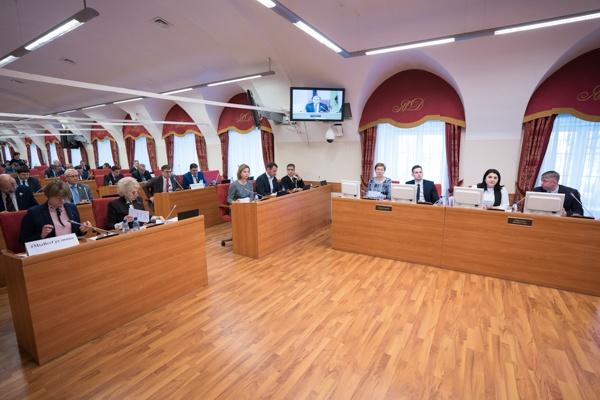 На заседании Ярославской думы депутату выключили микрофон за упоминание рейтингов «Единой России»