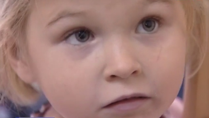 «Не отдавайте меня маме»: родители четырехлетней Ксюши, найденной в Ростове, приехали из ДНР