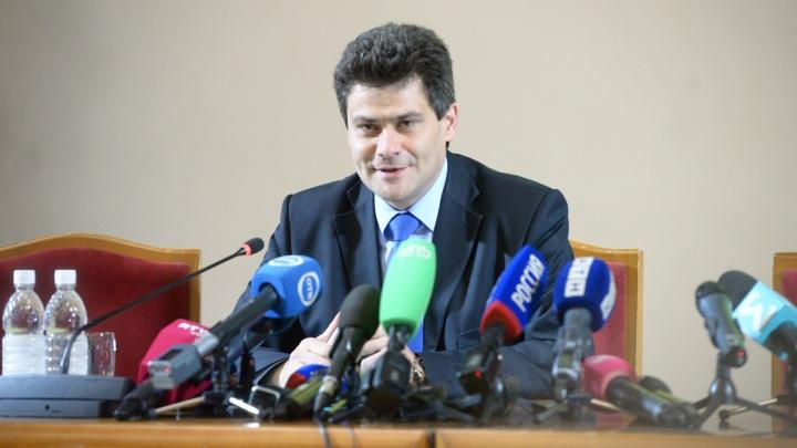 Высокинский заявил, что забор в сквере убирать не будут, но работы по строительству остановили