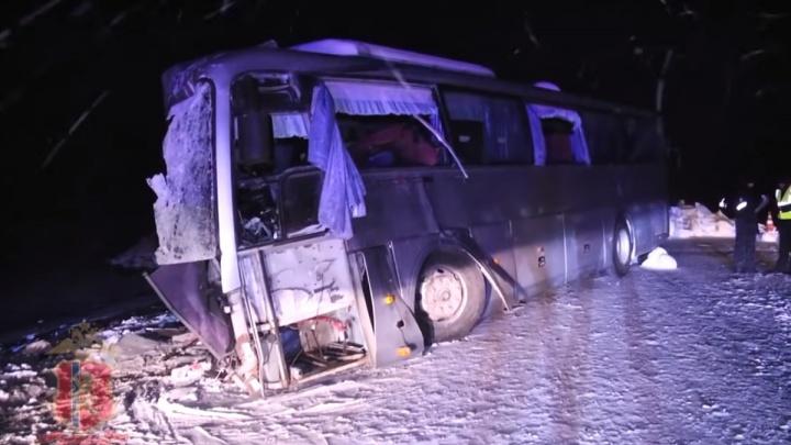 Публикуем первое видео столкновения автобуса с грузовиком под Ачинском