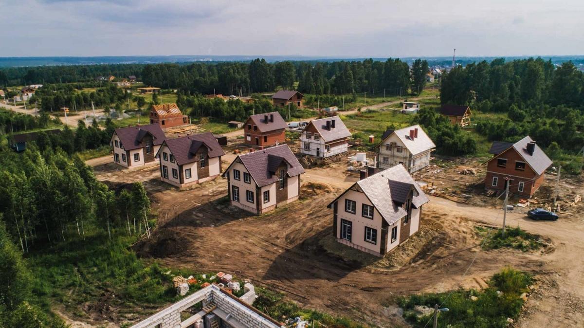 Кирпичные 2-этажные коттеджи в популярном коттеджном поселке продают за 33 300 рублей в месяц