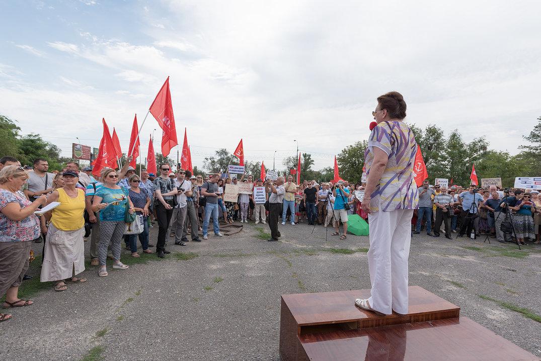 Организаторы требовали проведения референдума, хотя в ЦИКе уже отказали
