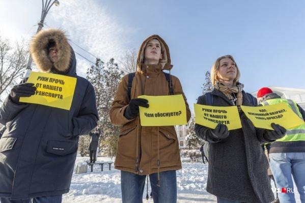 Волгоградцы собирали подписи на митинге перед Новым годом