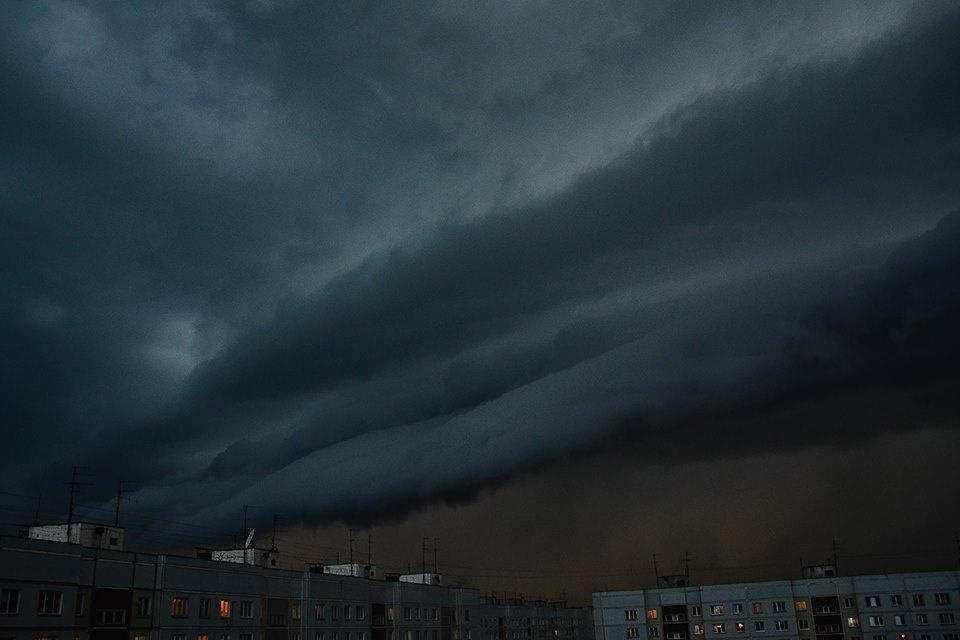 «Саботаж природы»: Ночной ураган повалил деревья иливень затопил Новосибирск