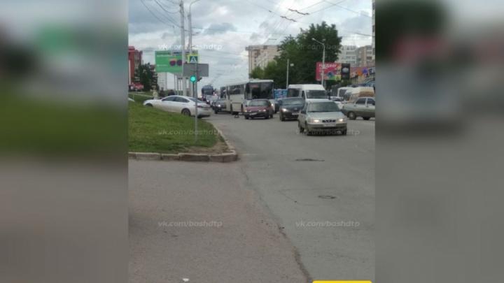 Авария с участием Daewoo Nexia парализовала движение в южной части Уфы
