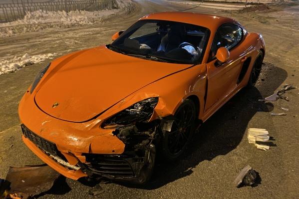 Mitsubishi Lancer захотел развернуться, но не пропустил спорткар