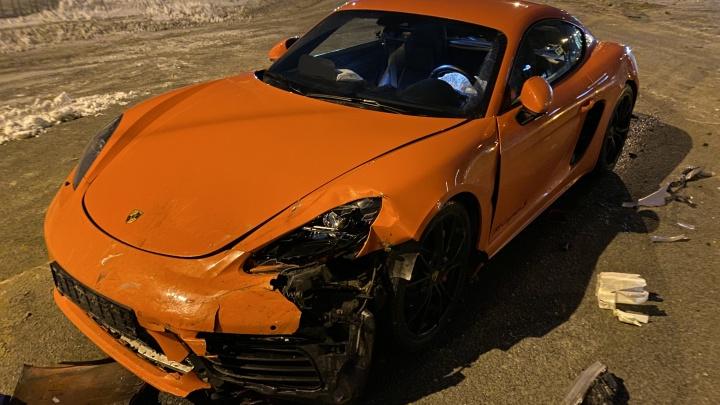 Оранжевый спорткар попал в ДТП на Красном проспекте