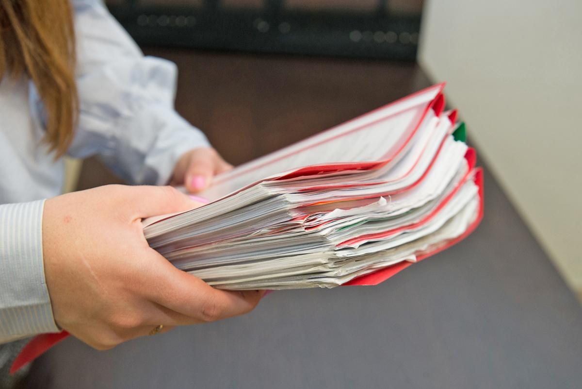 Подача заявления на банкротство в суд —дело нелёгкое. Некоторые деладостигают в объёме 300–350 страниц