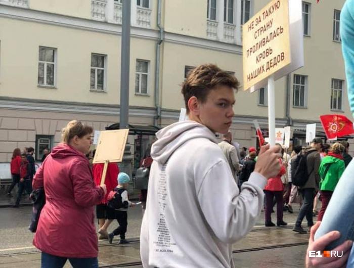 Молодой человек вызвал много споров в социальных сетях