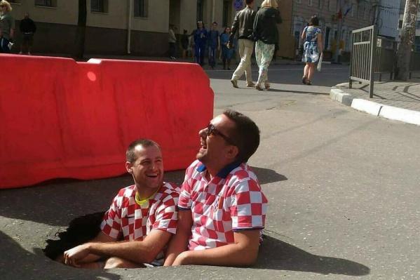 Футбольные фанаты примерили на себя главную беду России