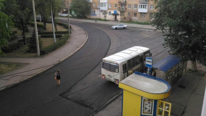 В Самаре рабочие закатали в асфальт ливневку на Бакинской