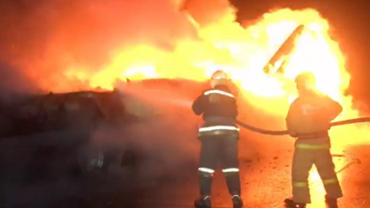 На дороге под Омском полностью сгорела фура
