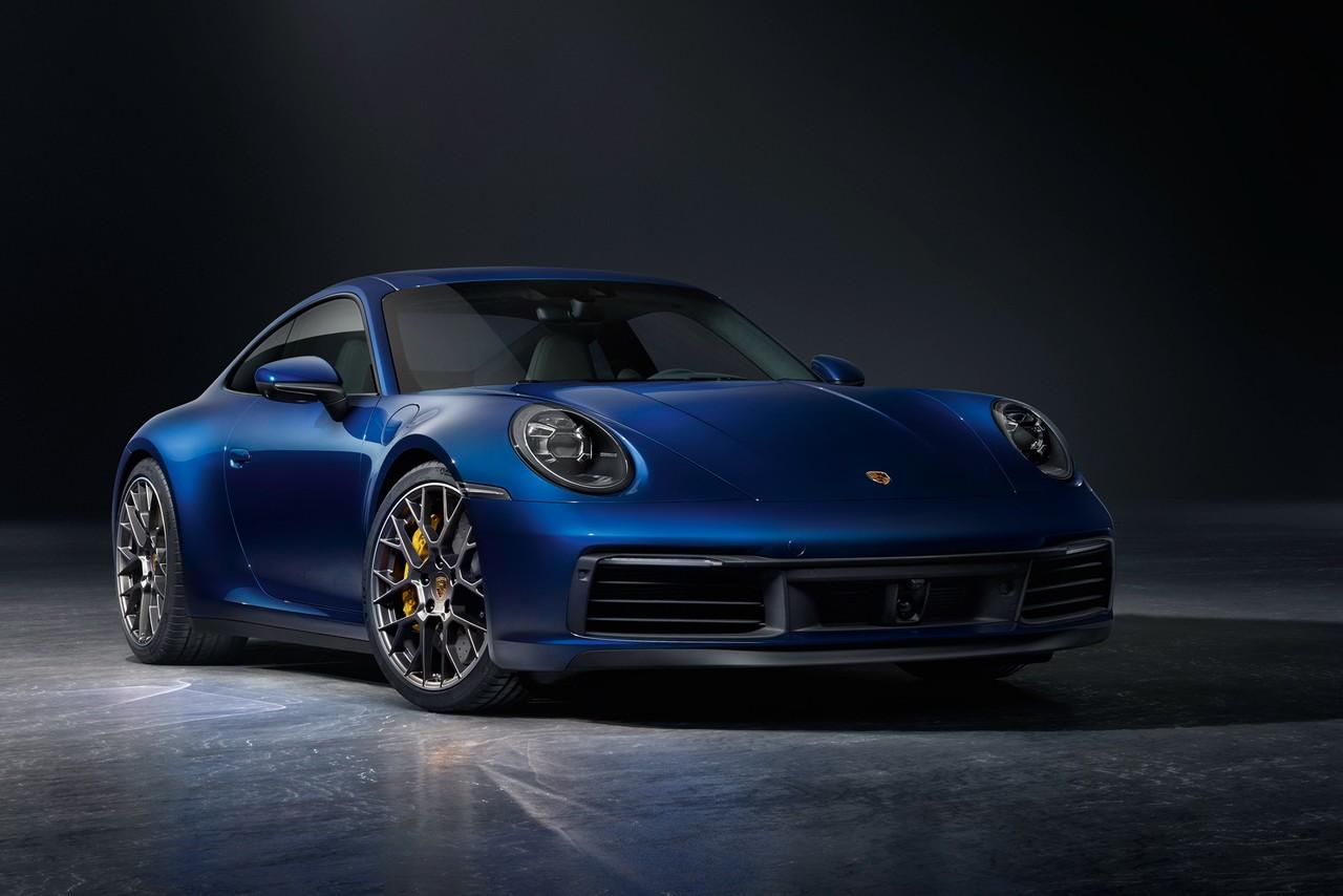 В России стартовали продажи нового Porsche 911, который, по традиции марки, очень сложно отличить от предшественника внешне. Версия Carrers S стоит от 7,749 млн рублей
