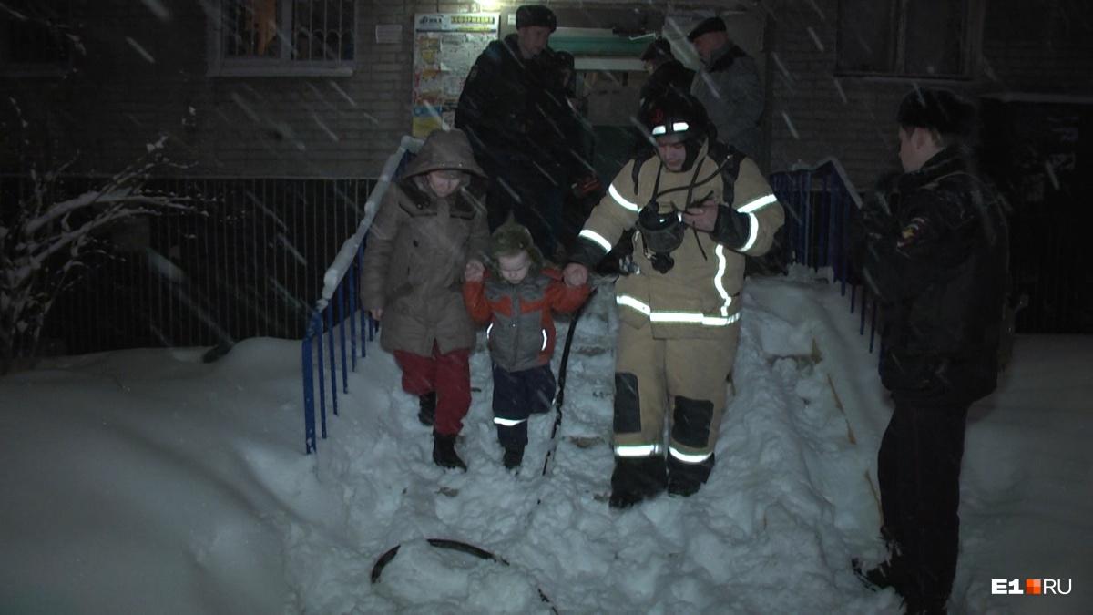 Эвакуировали 17 жильцов: на Московской загорелась квартира в многоэтажке