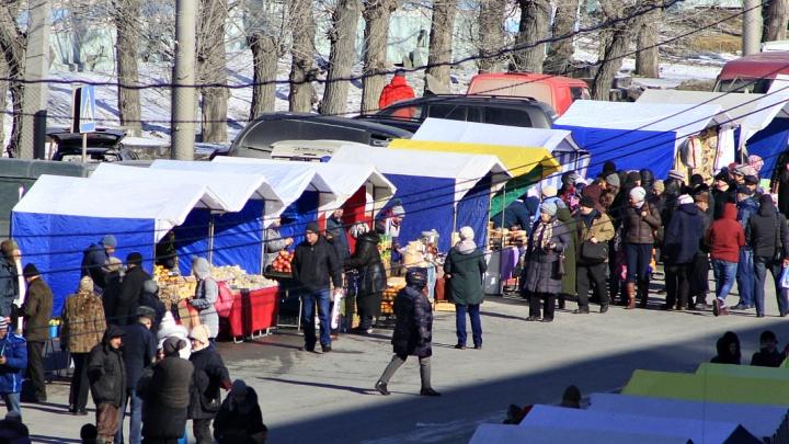 Площадь Маркса заполнилась мясными деликатесами, мёдом и пасхальной вербой