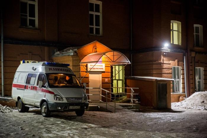 Спасатели оперативно привезли девочку в детскую больницу на Красном проспекте — сейчас пострадавшая в тяжёлом, но стабильном состоянии