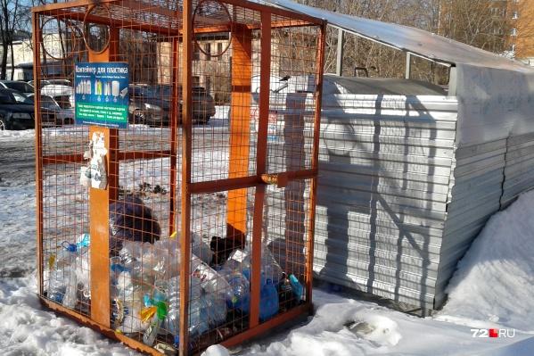 Отдельные контейнеры для пластиковых отходов начали появляться во дворах тюменских многоэтажек в 2017-м, который был объявлен Годом экологии