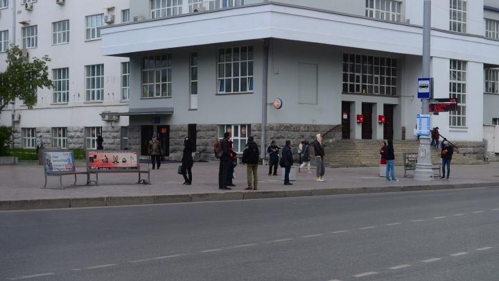 В Екатеринбурге похитили несколько остановок. Где их искать, не знают даже в мэрии
