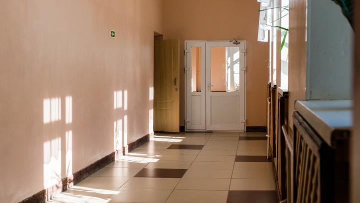 «Учитель оставила детей без присмотра». В Березниках школьник ранил одноклассницу из винтовки