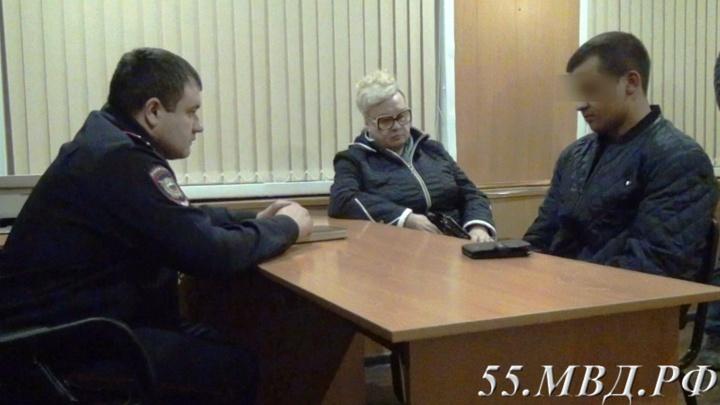 Извиняться отказался: омич, помочившийся на памятник участникам ВОВ, пришёл в полицию