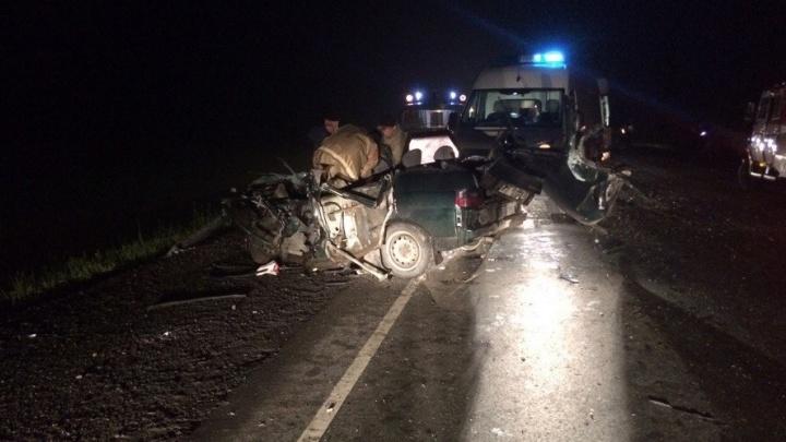 На Тюменском тракте в лобовом столкновении погибла 26-летняя девушка