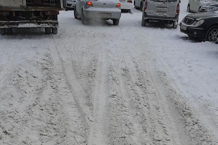 На улице Тайгинской тяжело ездить автомобилям