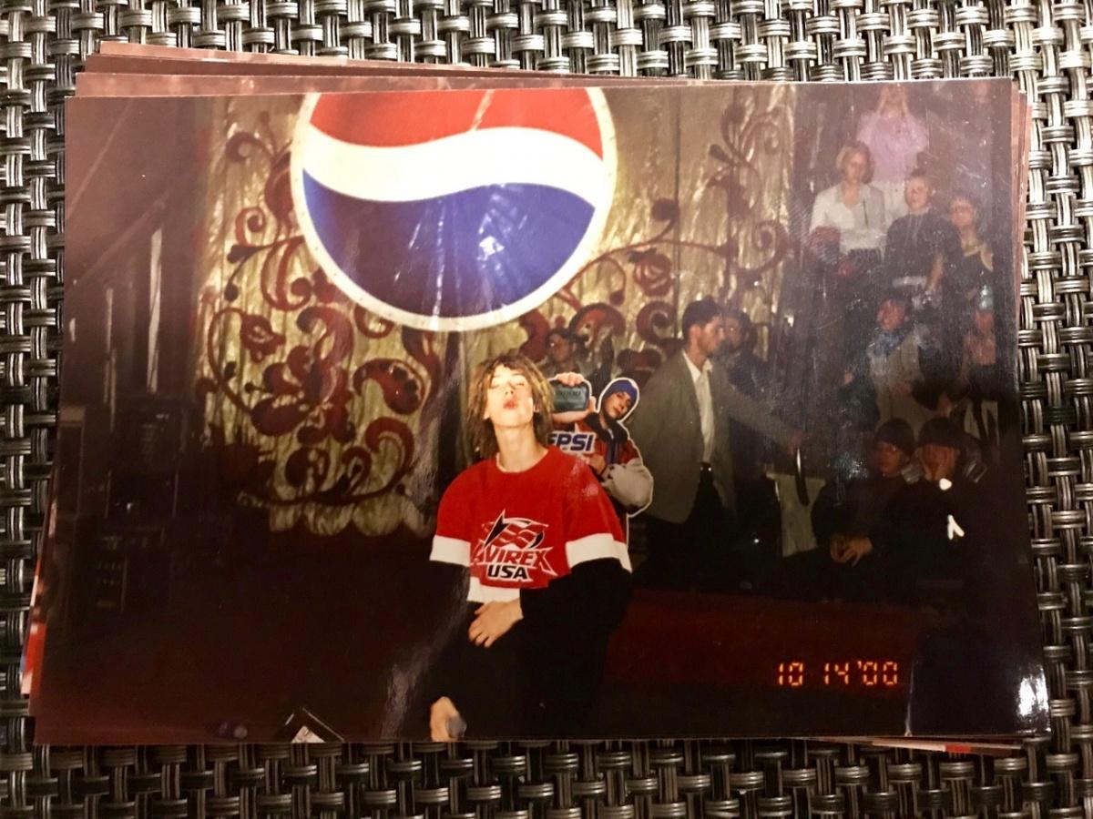 «В голову кинули бутылку, а он продолжал читать»: уралец — о концерте Децла в цирке в 2000 году