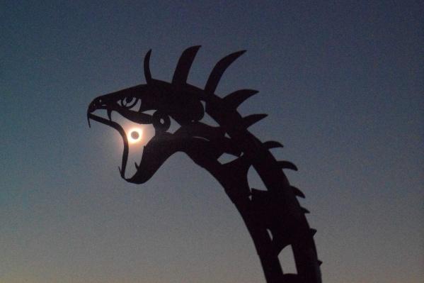 Фотографии с солнечным затмением сибиряк сделал на обычную «мыльницу»