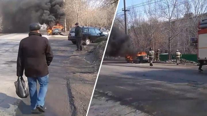 Столб пламени и дыма: на Пугачевском тракте сгорела «семерка»