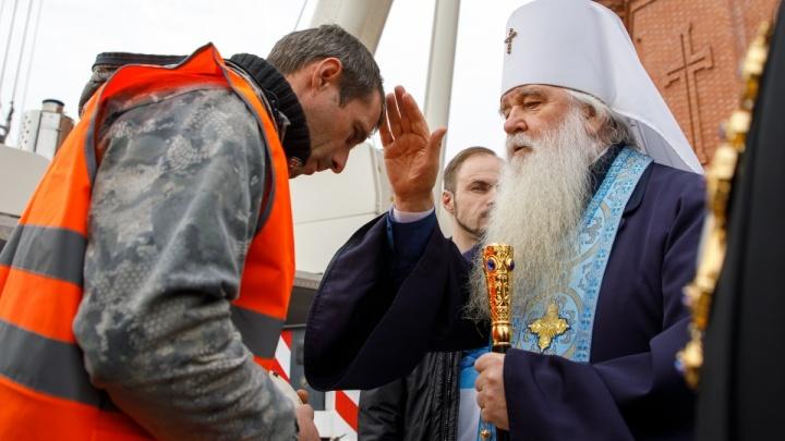 «В зависимости от погоды»: 6 декабря на Александро-Невский собор в Волгограде поднимут крест и купол