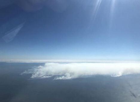 Последствия масштабных лесных пожаров в Красноярском крае сфотографировали пассажиры самолета
