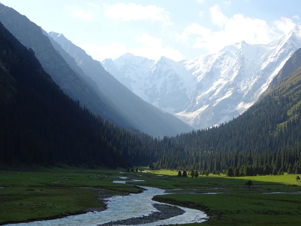 Ущелье Джеты-Огуз, вид на вершину Огуз-Баши, высота 5186 метров