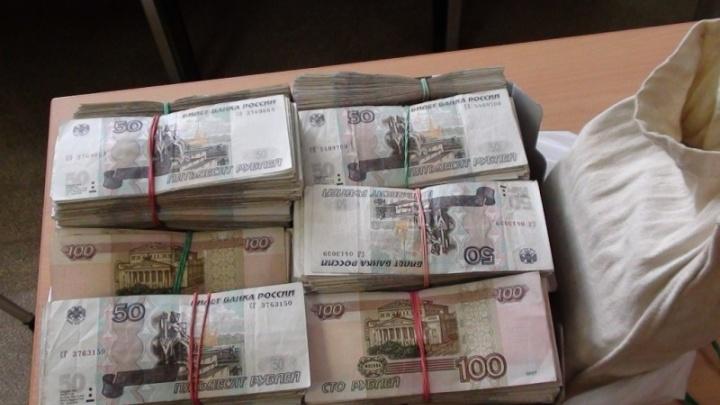В Екатеринбурге задержали рецидивиста, который украл из инкассаторской машины три миллиона рублей
