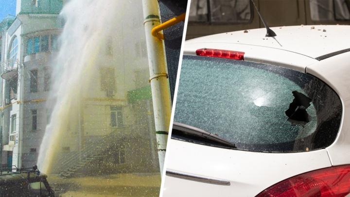 Гейзер по-ростовски: коммунальный фонтан на Пушкинской повредил четыре машины