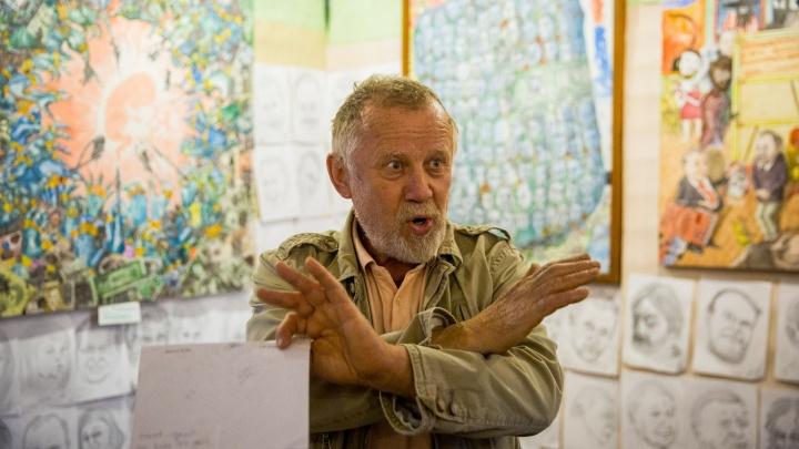 Сарай искусств: опальный художник построил в огороде галерею из соломы