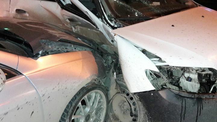 Honda Accord и Renault Logan сошлись в жёстком ДТП на Сибиряков-Гвардейцев